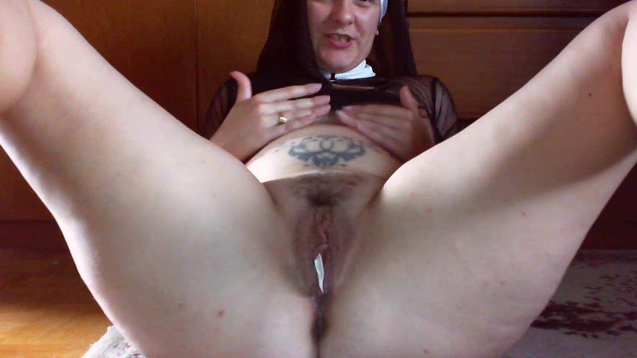 Una sexy suora blasfema si masturba con un'_ostia benedetta aprendo il suo grosso culo e la sua figa rinnega il tuo Dio con me! Afie jurvanen feist dating