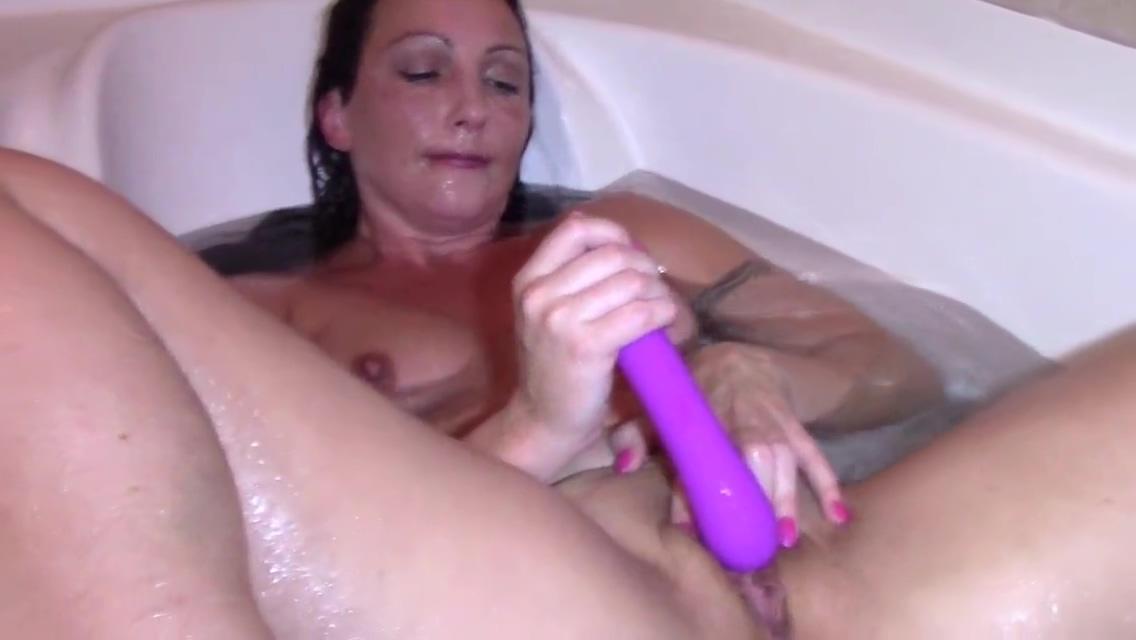 Wenona masturbates in the tub till orgasm Mariana Nalgas Grandes