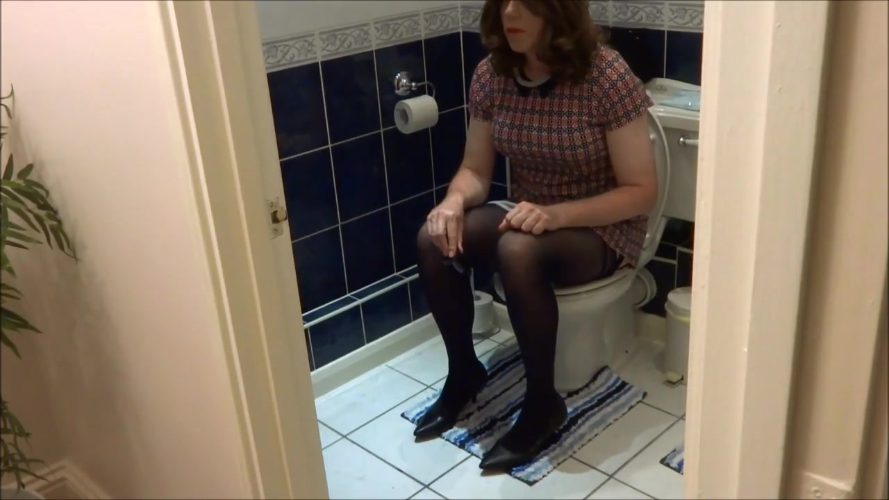 Alison Thighbootboy - anal plug and bathroom wank L want to fuck