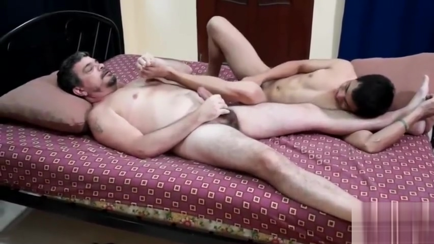 Tickle Fuck Mature muscle milf masturbating