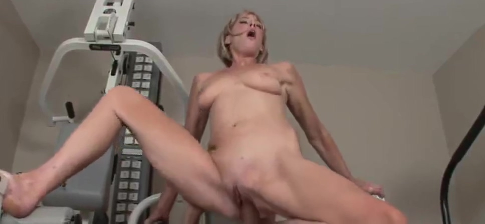 Skinny blonde mature ass and pussy fucked in a gym white dust covering pool bottom