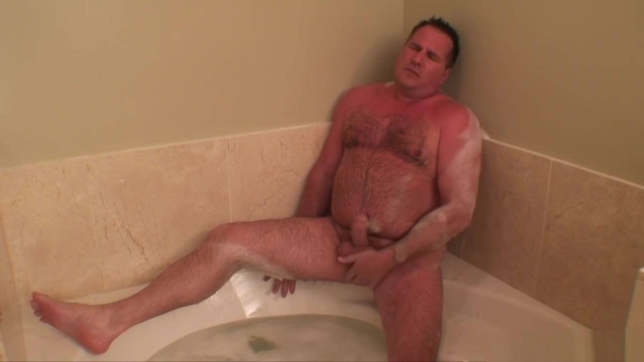 Daddy jerks off in the jacuzzi tub Close up animatedsex pussy