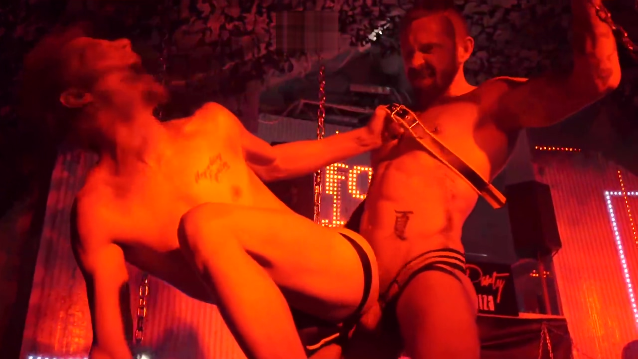 LIVE HARD SEX SHOW starring the Stephan Raw & Zeus Vargas - (Fag party Ibiza 28.7.15) Curvy milf fucking