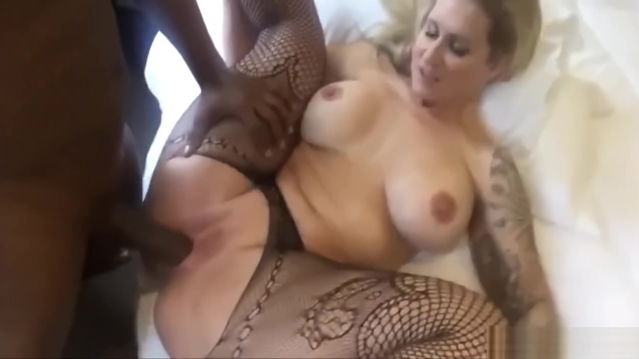 Busty Amateur Slut Taking A Black Dick Guy puts whole head up pussy