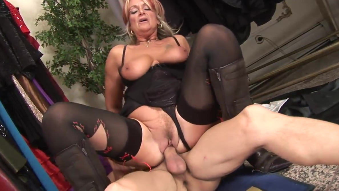 Mature whore gets pumped by young dude in the changing room Nude female pictures