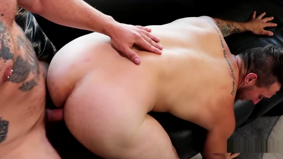 Nicholas Ryder, Johnny Hammer - Whiskey Dicked (Bareback) Linda and her friend on video chat