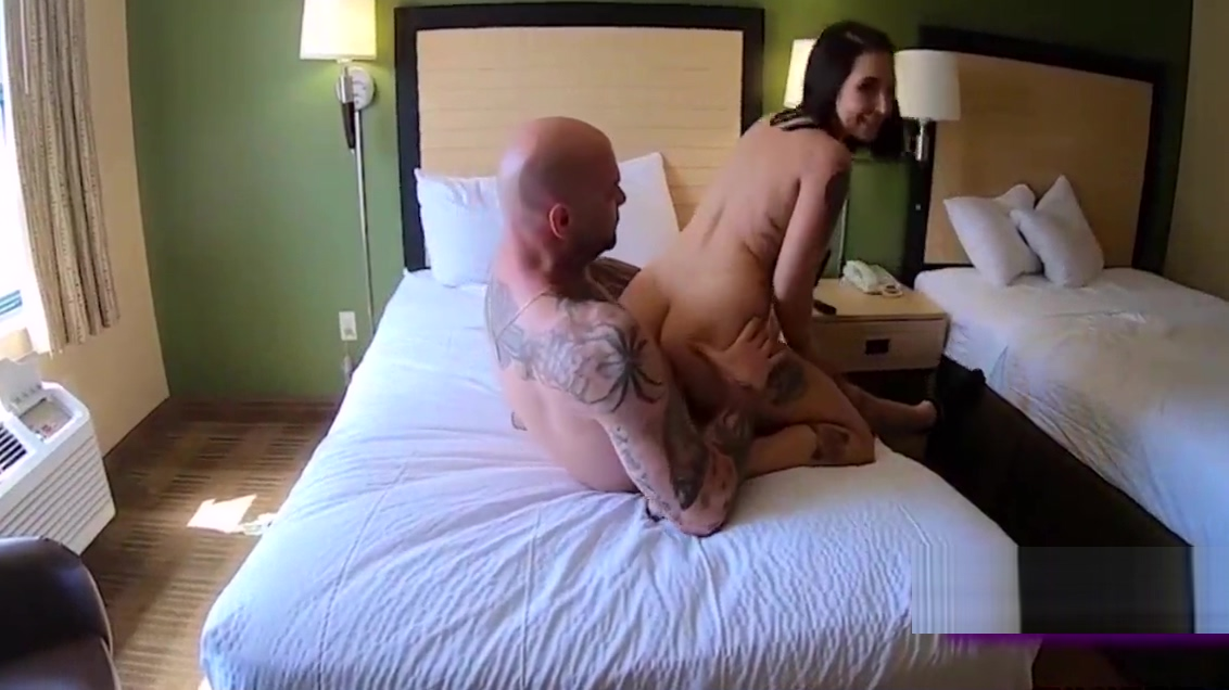Stella Rae works are BOOTY on stranger for FREE! Twins having fun