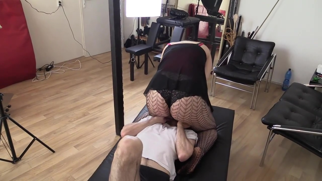 Fishnet Facesitting Smother