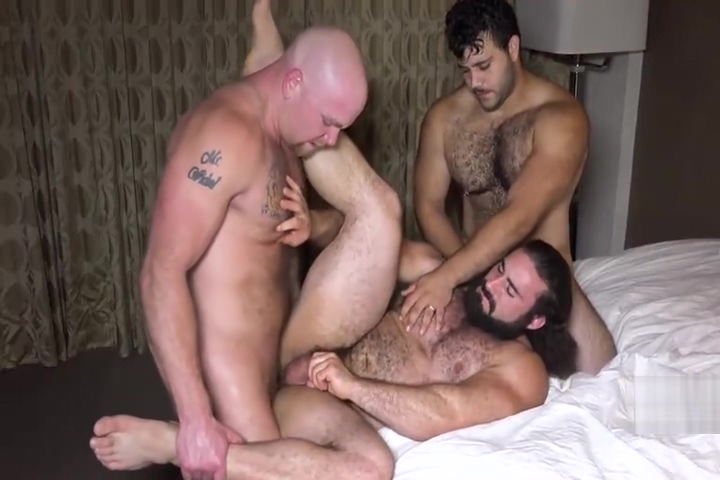 Muscle bear threeway Animated virgin