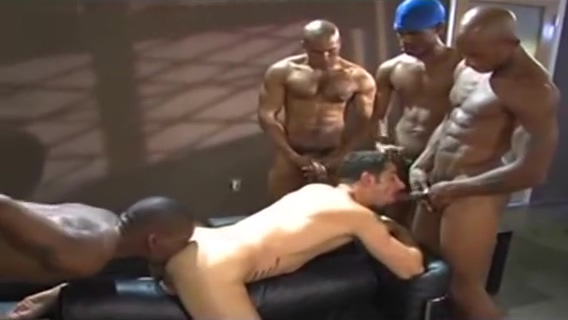 BLACK GUYS SERVICE WHITE BITCH Hot sexy naked stripers