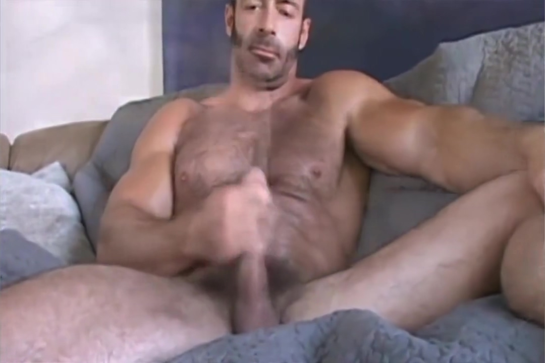 [Sindura Works] Mature Muscle Daddy Brad solo cumshow Wife gets naked in front of husbands friends