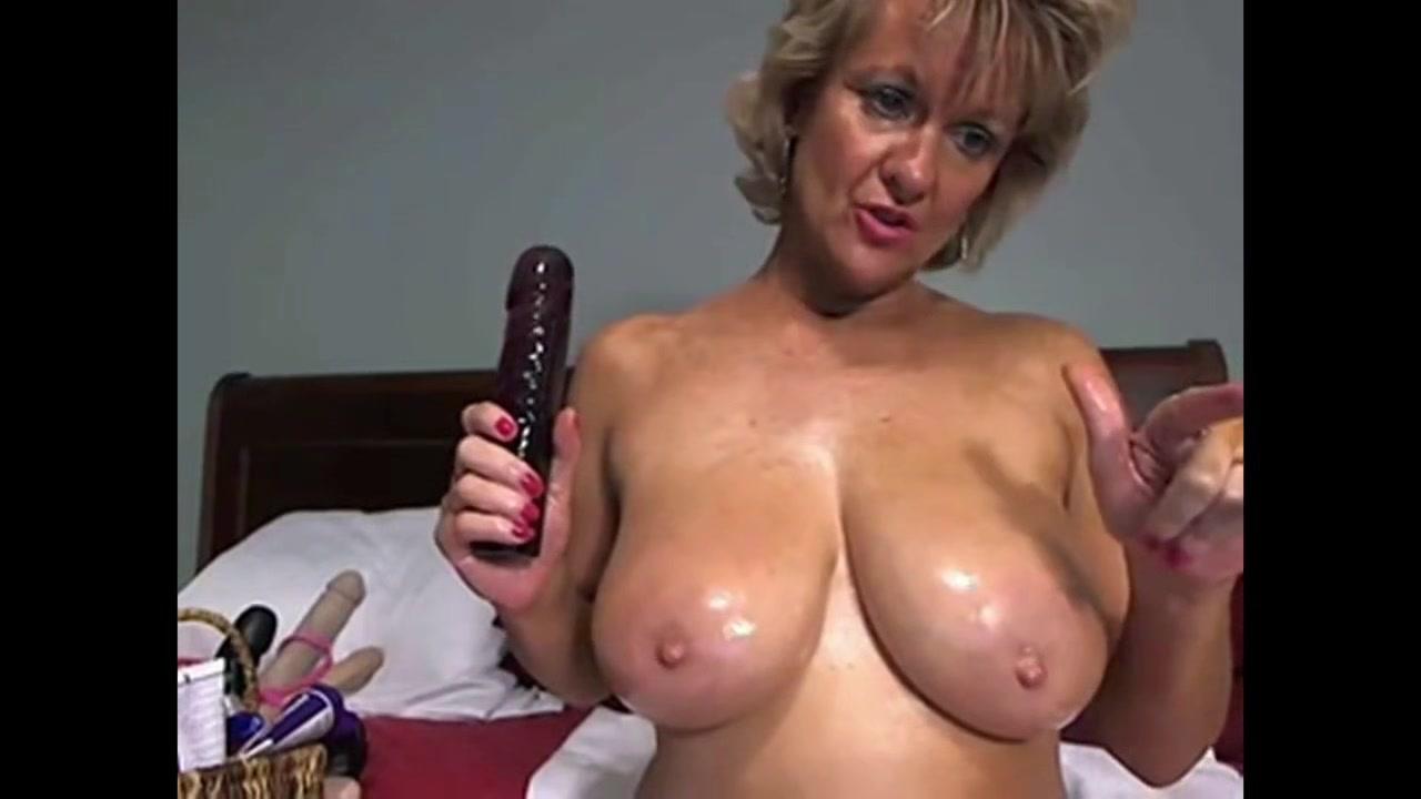 Cougar Milf enjoys Masturbating with Dildo