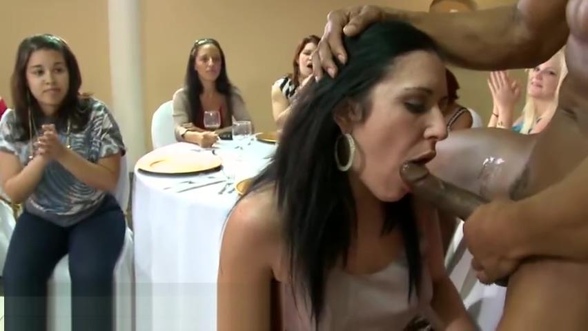 DANCING BEAR - A Bunch Of Horny Women Suck Male Stripper Dicks At A Party cheetah girls porn video