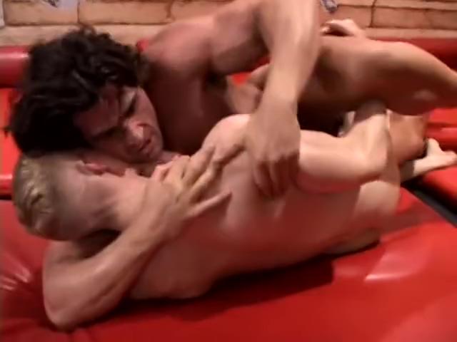 Giovanni vs Friend guy licks girl pussy