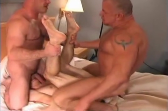 Breading Mike ONeill Lesbians on webcam doing anal for me