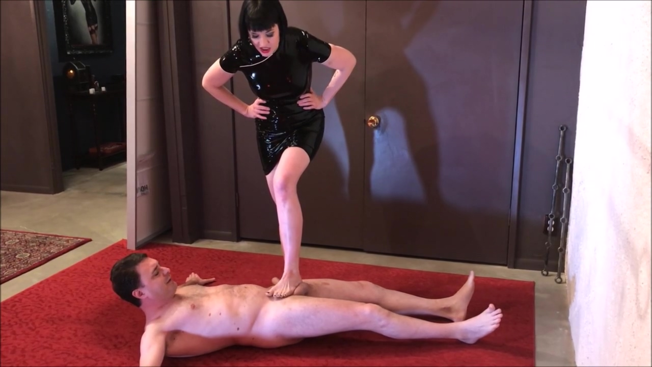 Ballbusting: Miss Snow Mercy destroys the balls of Andrea Dipre