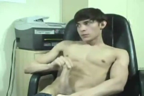 Hung Twink Webcam Show Maid goes bananas