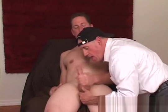 Tall guy gets serviced Lick my clit squirt