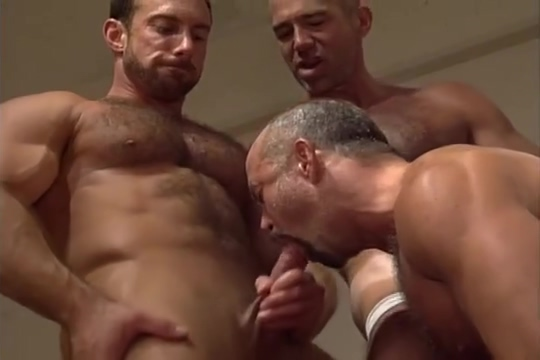 Pumping Up in the Gym free classic vintage porn clips