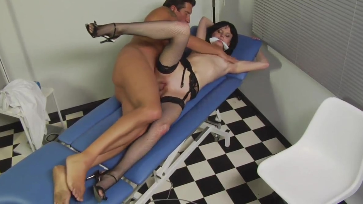 Horny nurse in stockings bangs a doctor hunk Dilettante lesbos like toys