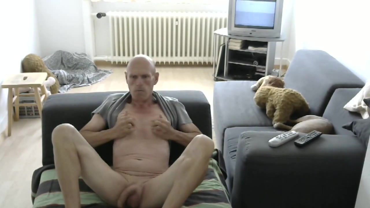 Str8 bald daddy play in livingroom Sex Movie Cum