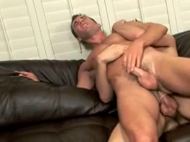 Couch Surfing hot blonde girl having yoga sex