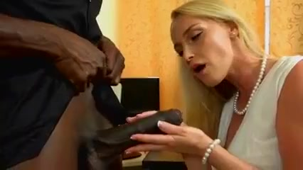 MILF hands on BBC Hot ebony hardcore sex pics