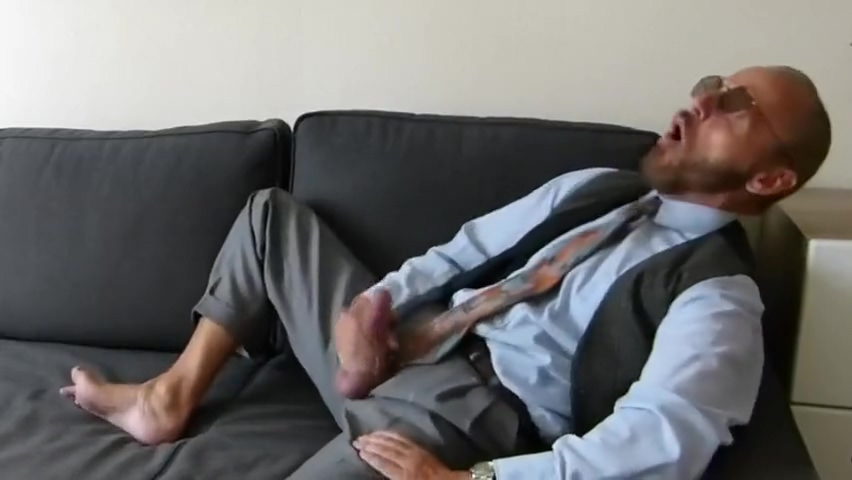 Business dilf shows you his sexy feet while beating off Film Dastane Seks
