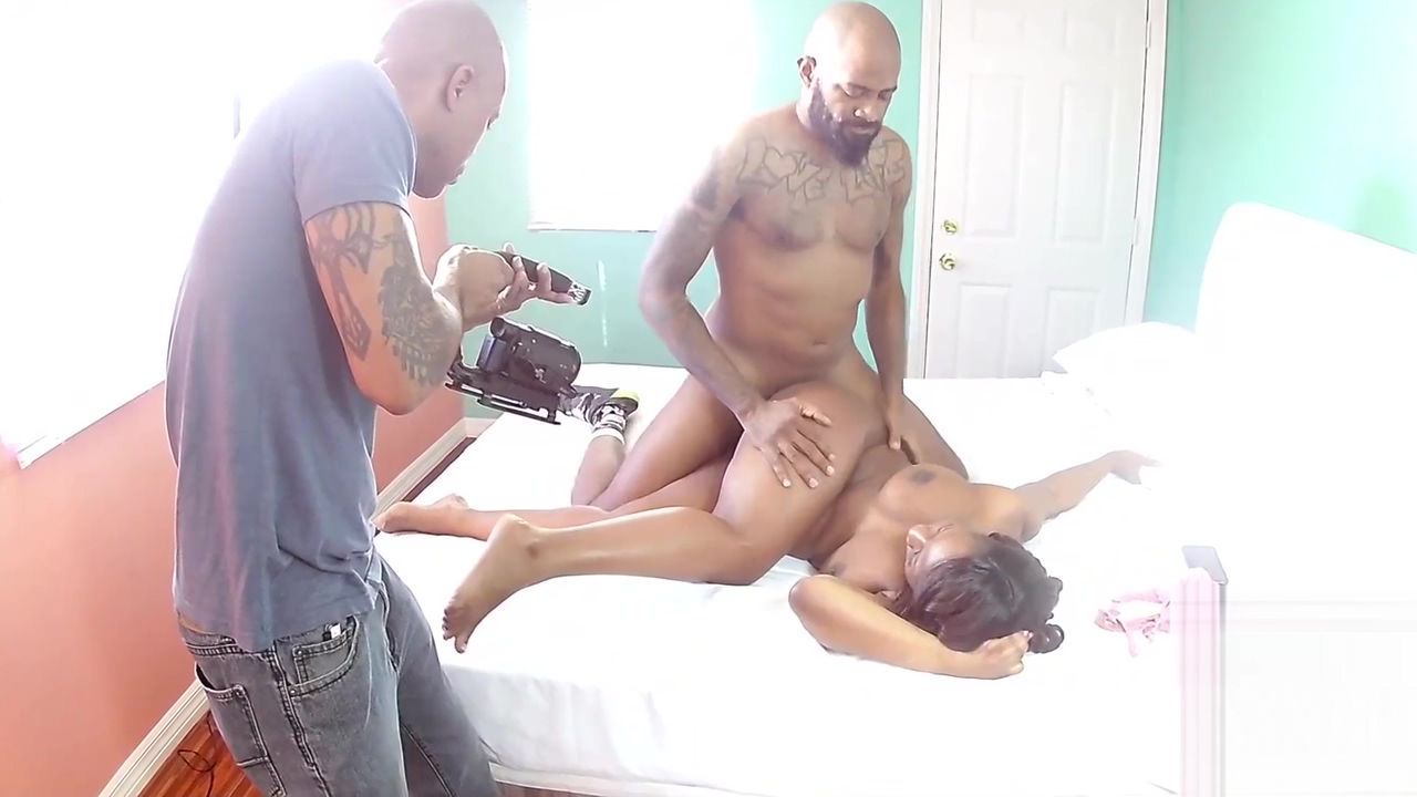 BEHIND THE SCENES HORNY FOR HANDYMAN Skinny blonde massage sbbw outside
