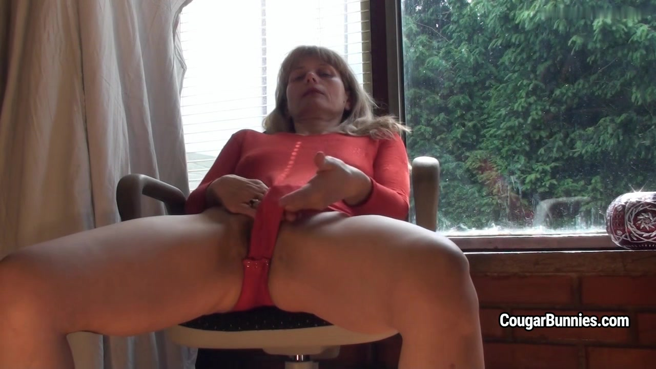 Doris Dawn - Masturbating Through My Red Leotard sexy female bicep flexing