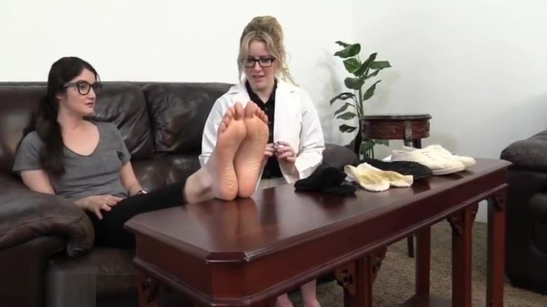 foot smelling sisters Small vagina pictures