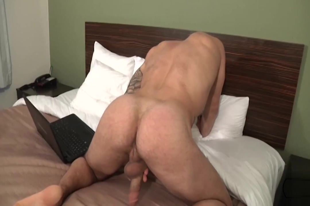 Tony jerks off Rubia and a quick lick