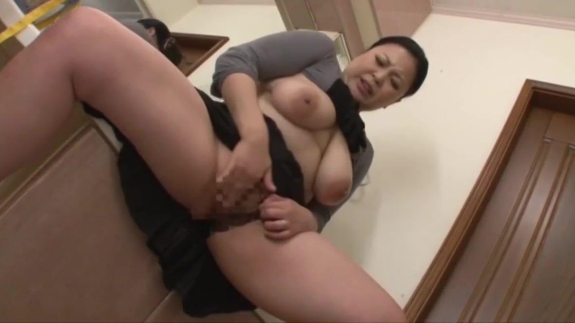 Shiho Terashima – Masturbating In The Bathroom