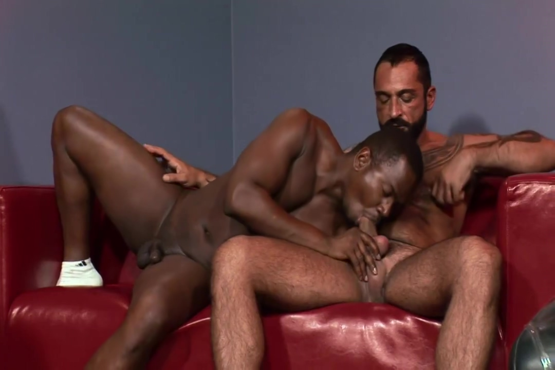 12-14 14 Bearded Hunk gets a Blow Job and a Fuck Mnf club play