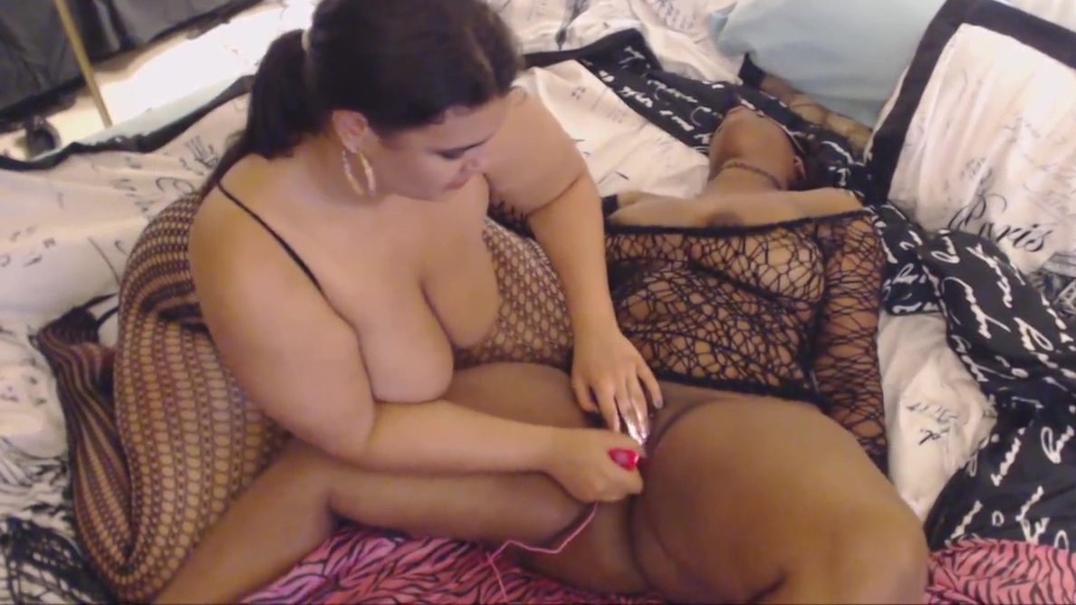 latina and black Date for monday in Ceren
