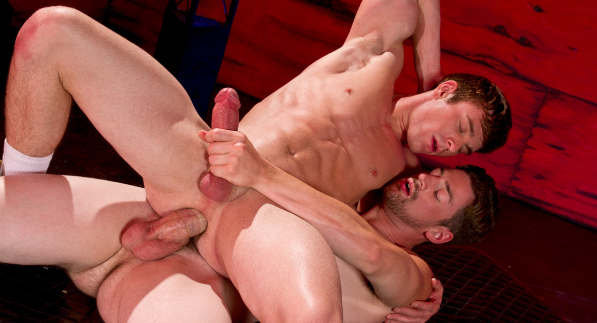 Andrew Stark & Brent Corrigan in Americas Finest Video Drague dans bois mature gay