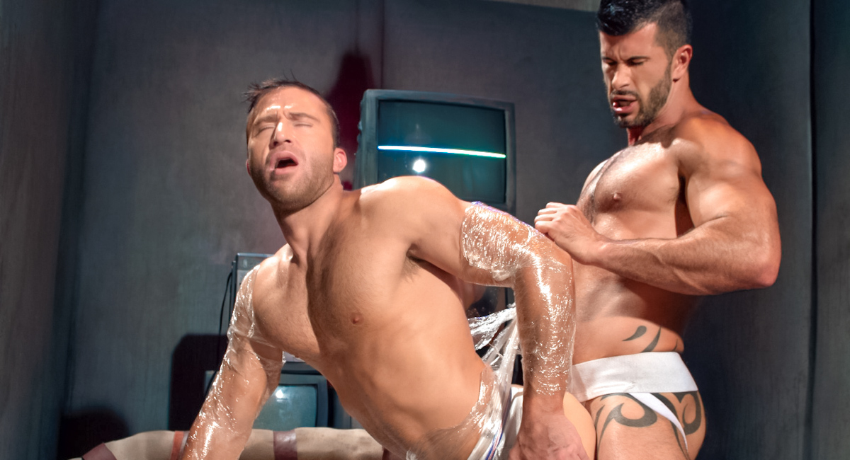 Adam Killian & JR Bronson in Hole 1 Video Steps to get into a threesome