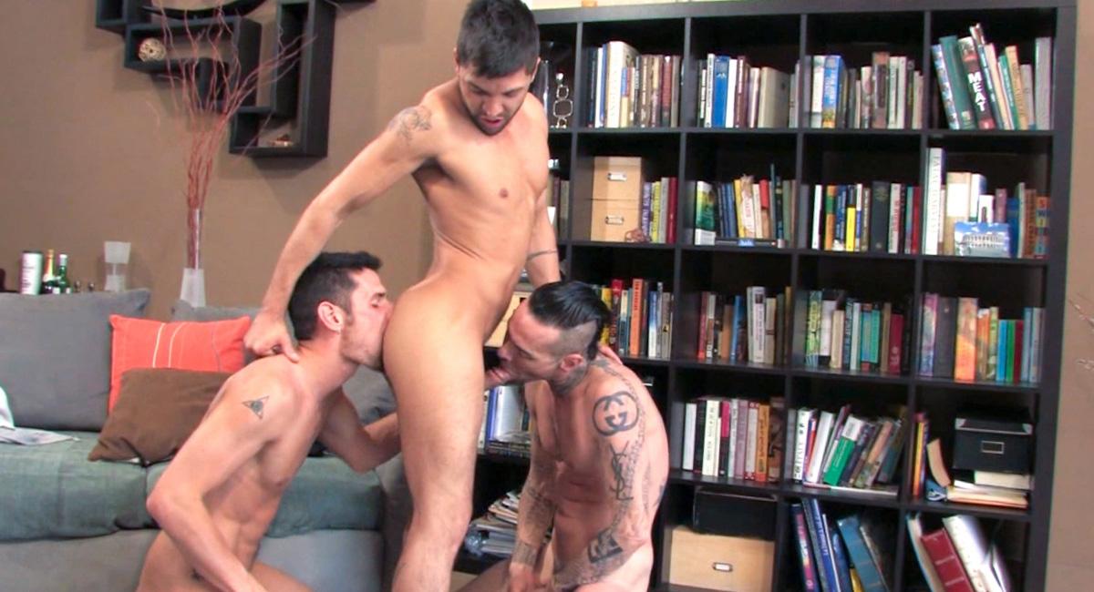 Dominic Pacifico & Gunner & Erik Grant in Gunner World, Scene #04 Sex texting in Patra