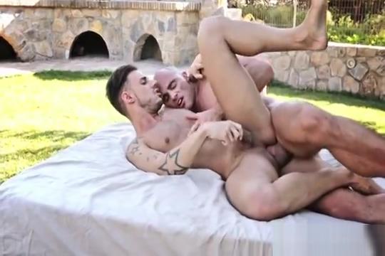 Big Dick Bareback Outdoors white chick and husband cuckold 2