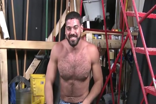 Hot Bear Self-Facial Survivor show boobs naked