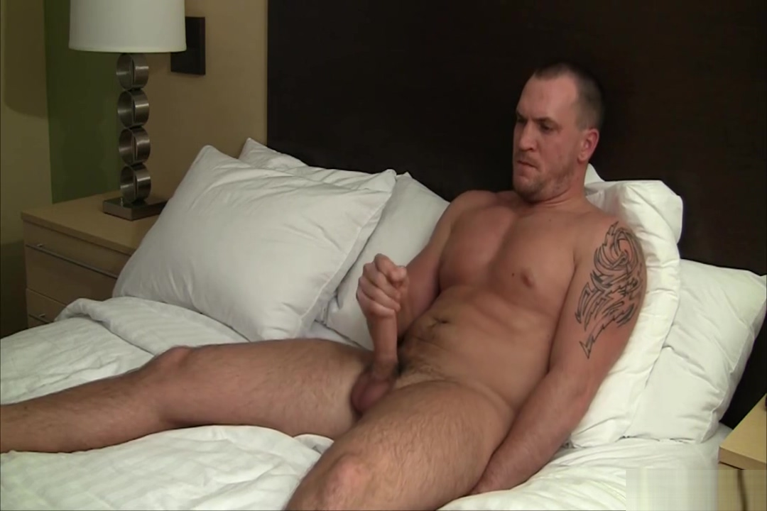 Rob shows off Nude pics online