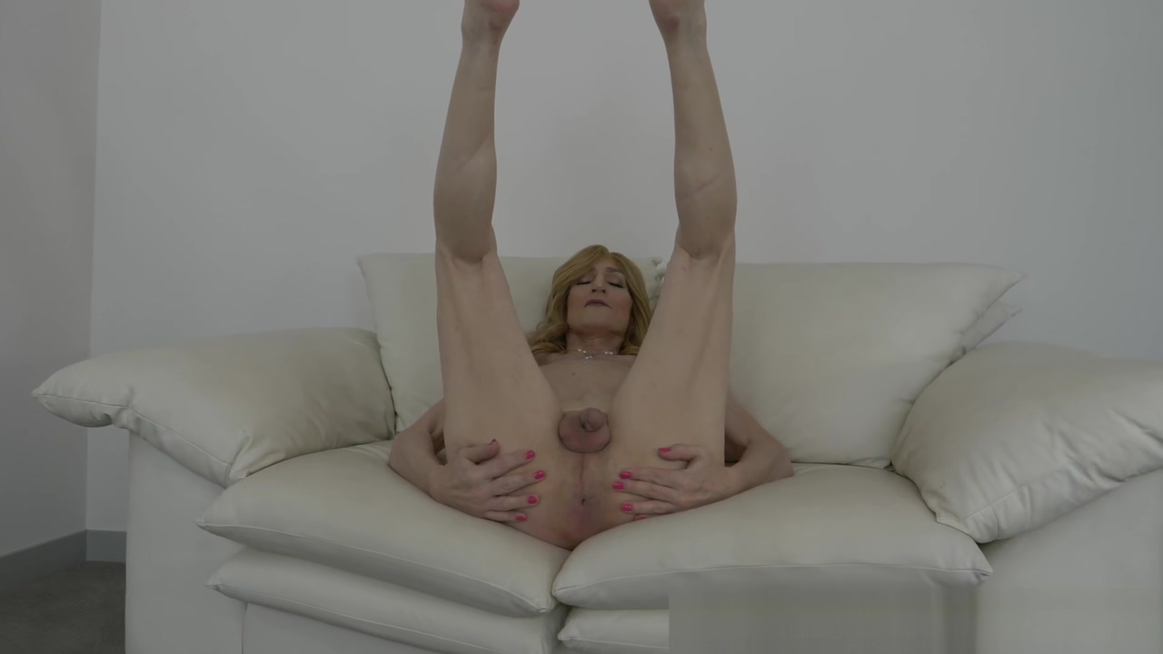 Kacy TGirl Naked and nude family