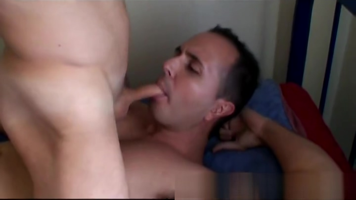 Screwing the Cleaner couple kissing and sex