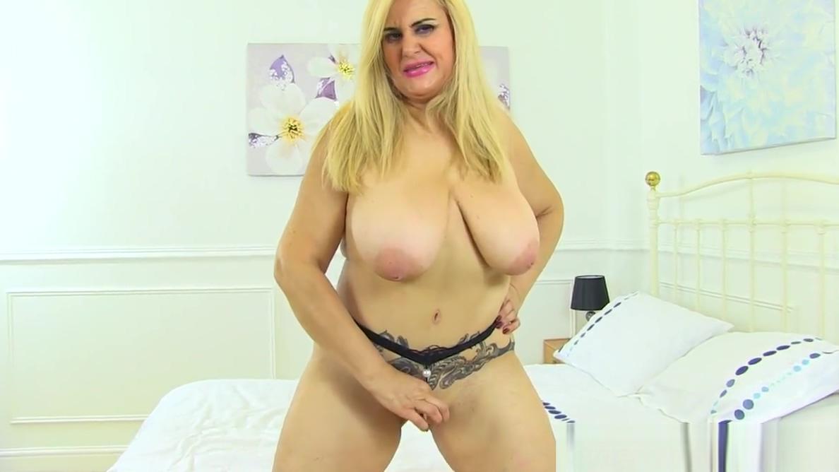 Spanish milf Musa Libertina stuffs her shaven pussy Shruti hassan kissing pics