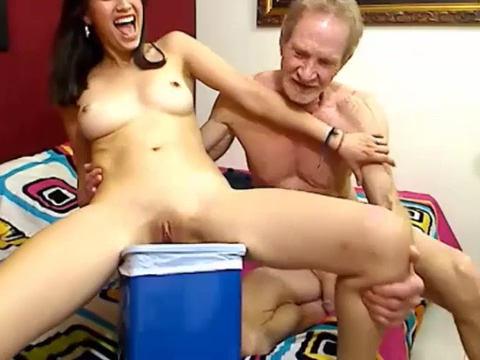 el viejo. y la colombiana orinando Sexy brazil girls with big butt