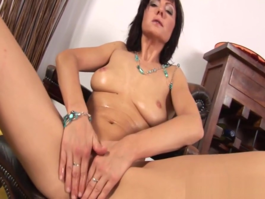 horny mom rubbing her wet pussy sex clips online free