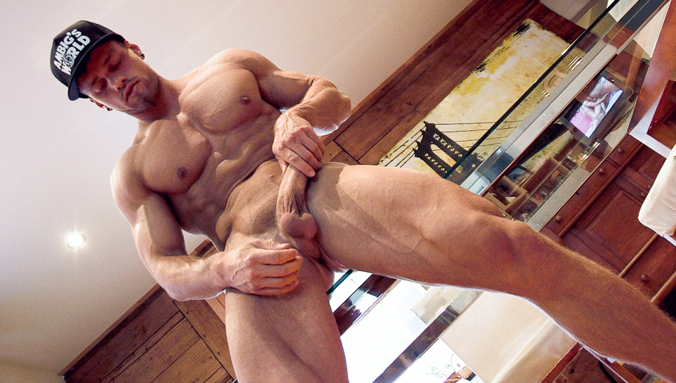 Pascal & Brad in Moving Muscles XXX Video Asexy supermodel naked