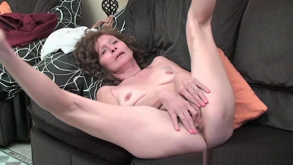 Sleazy grandma with saggy tits finger fucks hairy cunt Threesome Women Utube