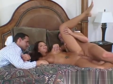 Lexi Cummings is a gorgeous brunette who has sedu Colombian lesbian movies