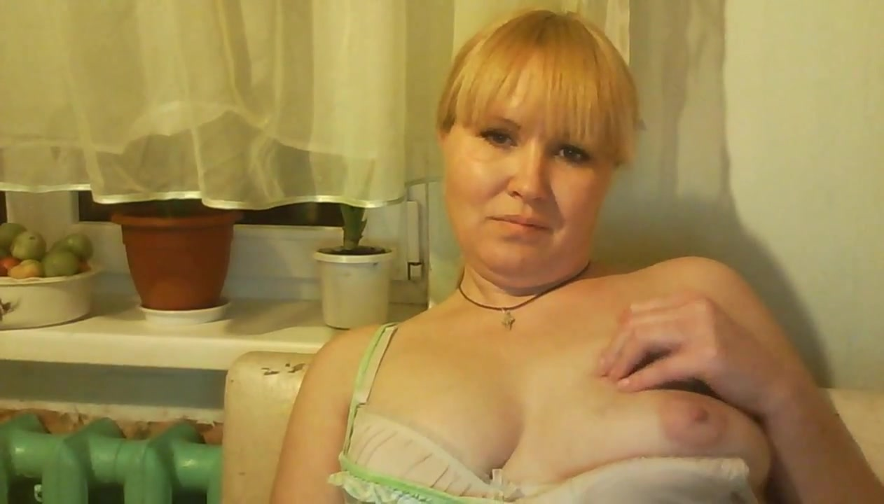 Hot Russian mature mom Tamara play on skype Firm mature tit vids